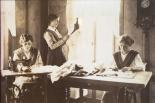 Josefa Elisa Gmür gründet ein Damenschneiderinnen-Atelier