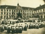 Fronleichnamsprozession im Hof des Kollegiums Appenzell